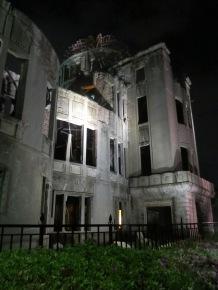 The 原爆ドーム at night