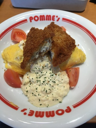 Fried cod omurice with tomatoes and mayo!